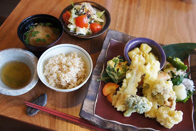 野菜たっぷり玄米定食