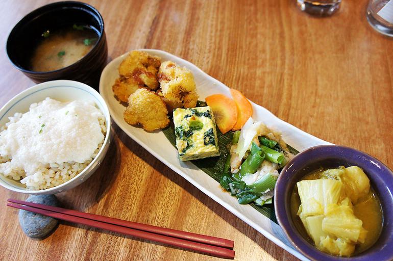 魚と野菜だけの玄米定食