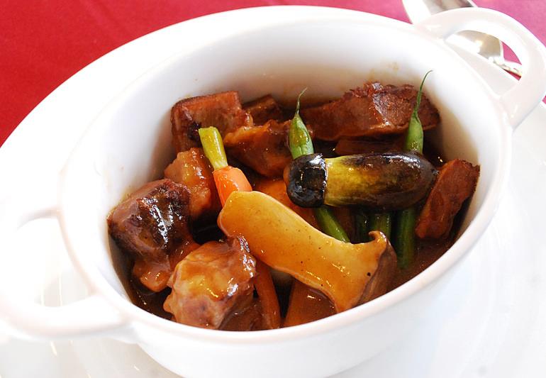 牛肉のやわらかシチュー 温野菜添え